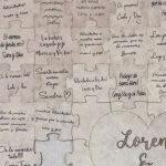 Firmas en libro, huellas, puzzle, hucha